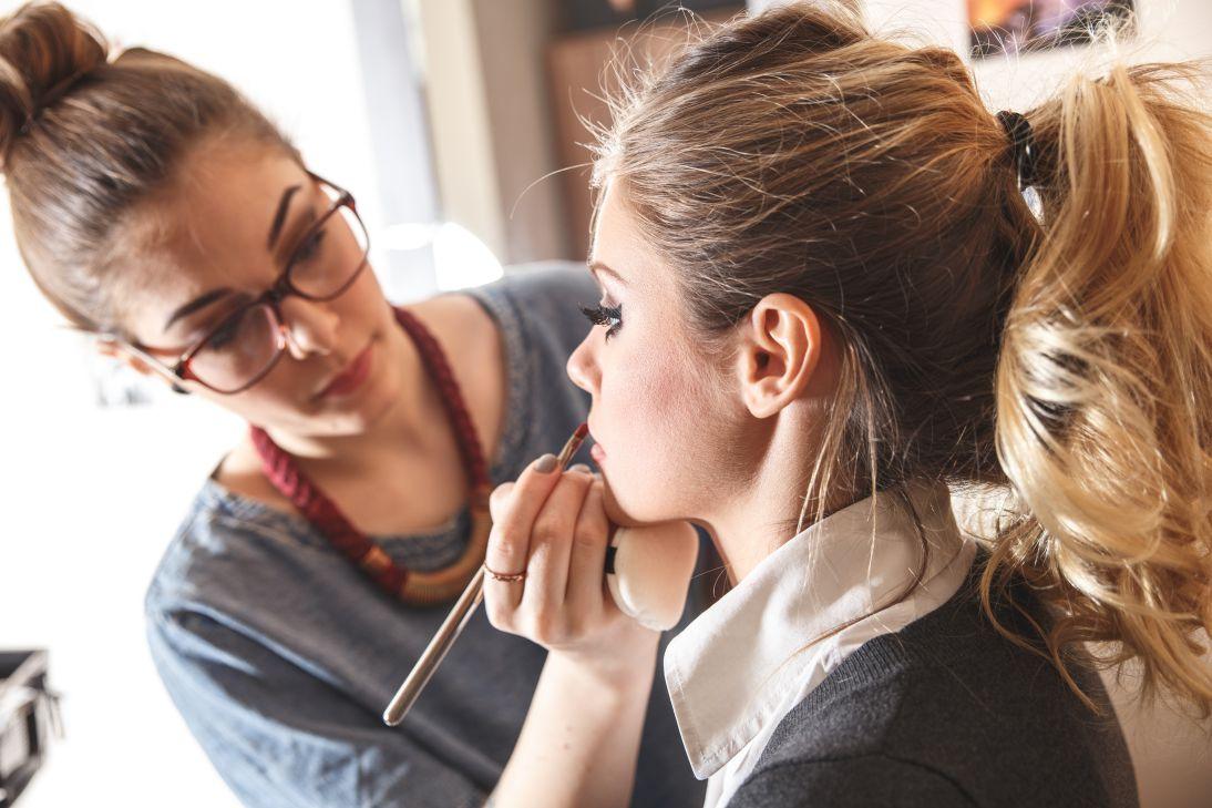 Opratii estetice lenjerii si produse de make up